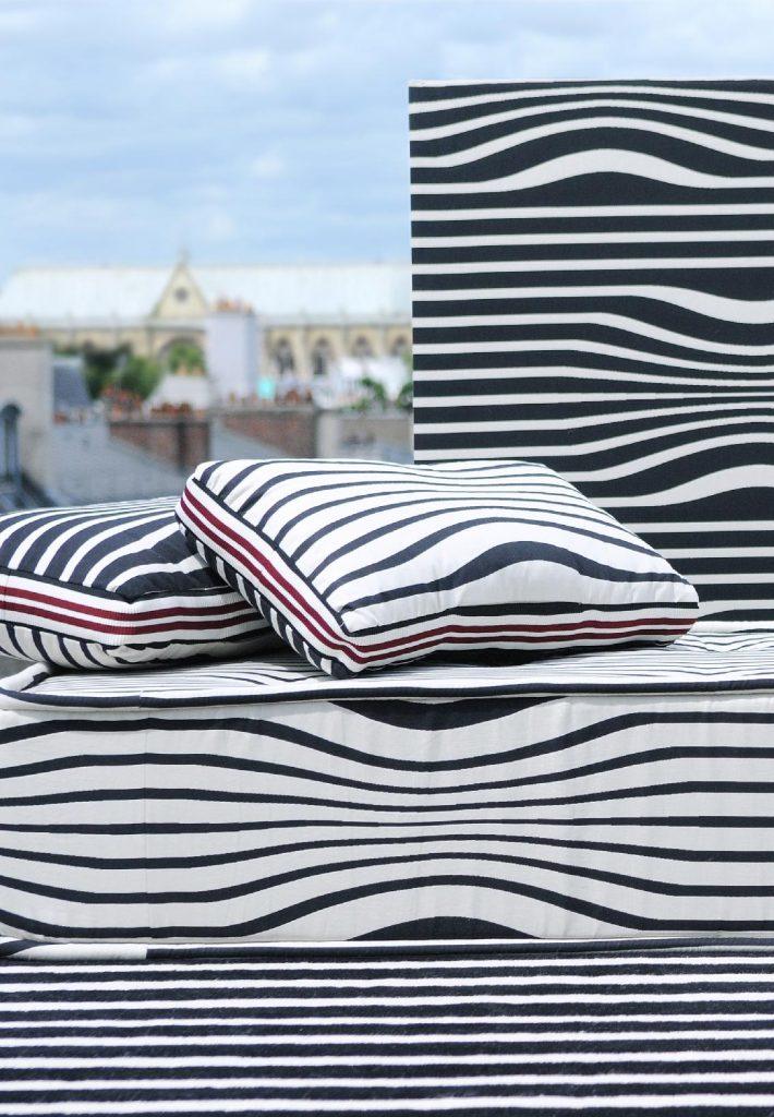 jean paul gaultier son histoire ses tissus. Black Bedroom Furniture Sets. Home Design Ideas
