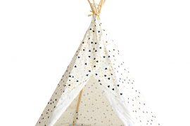tipi avec motif triangle sur fond blanc