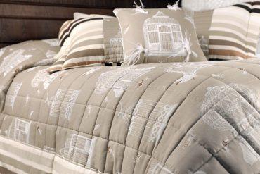 un couvre lit de style déco de montagne