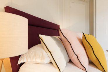 tête de lit et coussins coordonnés