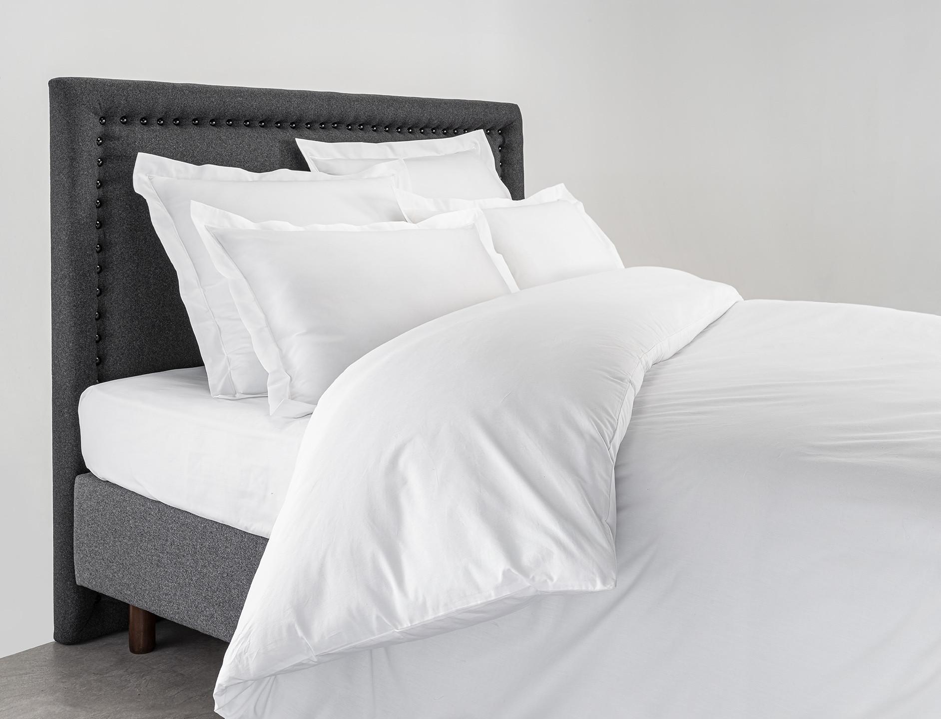 Un cache sommier et une tête de lit pour une chambre parfaite